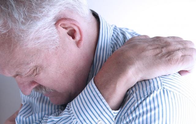 Старческий зуд кожи: причины, лечение, профилактика