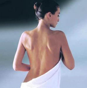 Папулезная сыпь представляет собой возвышающееся новообразование на поверхности кожи
