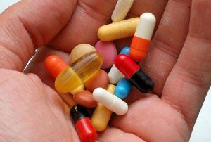 Лечится с помощью сильных антибиотиков.