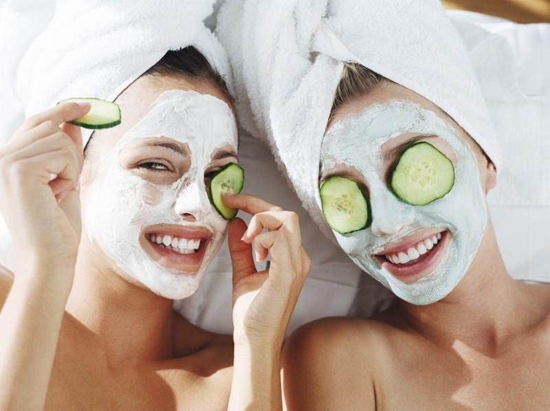 Маски - один из действенных способов устранения шелушения, регенерации кожных покровов